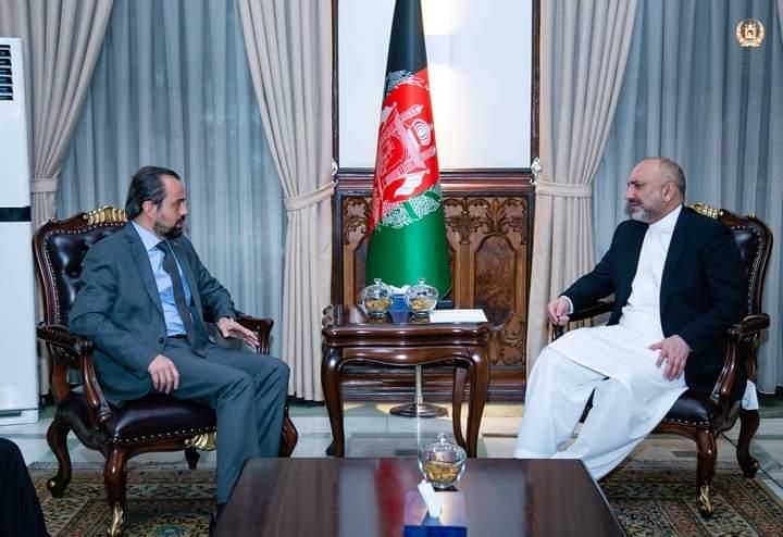 حنیف اتمر د ترکیې له سفیر سره د افغان سولې غونډې په تړاو غږېدلی.