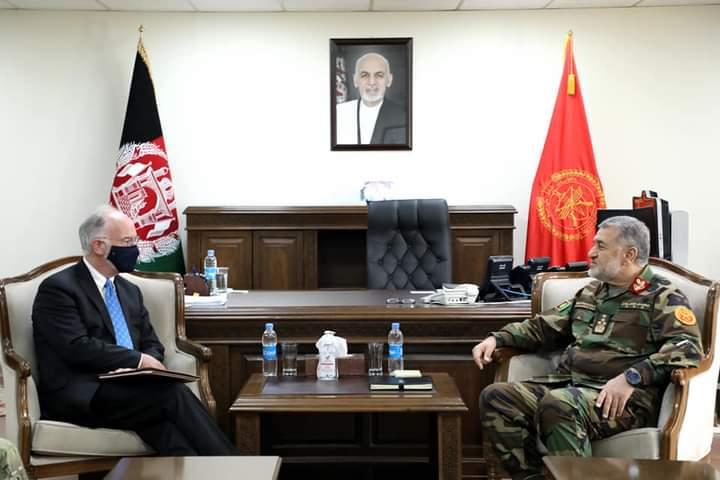 د امریکا سفیر د افغان ځواکونو د مسلکي روزنې ژمنه تازه کړه
