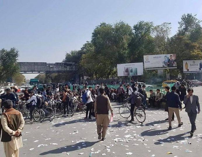 په کابل کې د استقلال لېسې زده کوونکو د فرانسې پرضد لاریون وکړ.