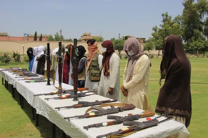 چارواکي: ننګرهار کې پنځلس طالبان د سولې بهير سره يو ځاي شول.