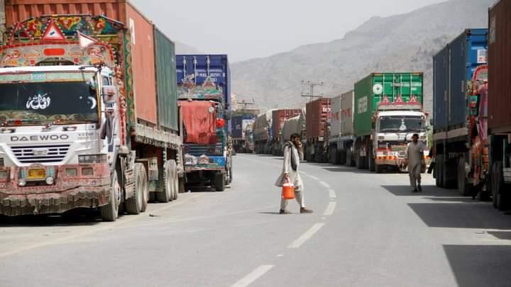 پاکستان له افغانستان سره د خپلو وارداتو او صادراتو په برخه کې د ستونزو د هواري خبر ورکوي.