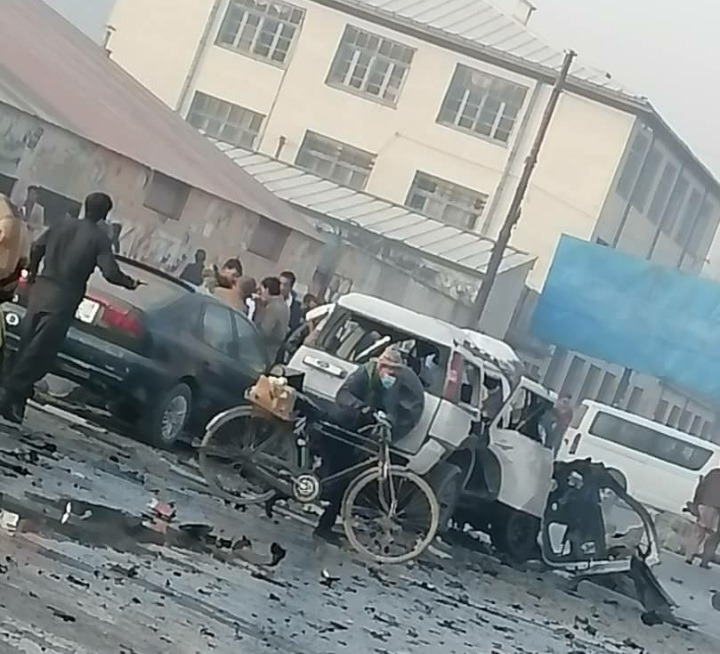 کابل ښار کې دوو جلا چاودنو شپږ کسان ژوبل کړي دي.