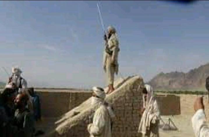 طالبان د ولسي خلکو له کورونو د سنګر په توګه استفاده کوي